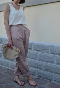 Silk pants, Pink pants, vintage pants, high waited pants, pantaloni a vita alta, vintage blog, vintage blogger, florence, trasparent sandals,  shoes, white shirt, anastasia style, Pink and beige,  cheap outfit, casual outfit, vintage style, Florence street style, Fendi vintage bag, Fendi bag, Fendi.