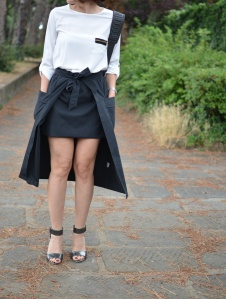 Silver, Black skirt, musouldrestrasnformation, new inblog, fàshion blog, redressed, vintage blog, vintage blogger, florence, Silver shoes,  shoes, black and white,  shirt, anastasia style,  cheap outfit, casual outfit, vintage style, Florence street style, Zara shirt, white shirt, , fashion blog, mydailystyle.
