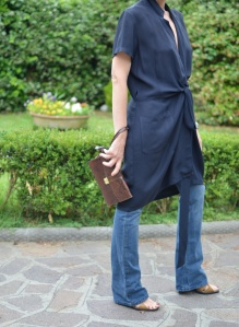 Mysouldress style, Anastasia style, blue dress, dress over pants, denim Kocca, denim, jeans a zampa di elefante, wide leg pants, zoccoli, clogs, brown sandals, vintage blog, vintage blogger, vintage dress, blu, in the moment blue, silk dress, fashion , style, Florence street style.